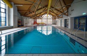 Schwimmen spielerisch lernen und verbessern